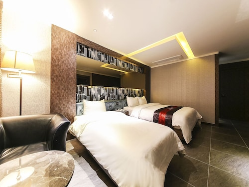 Zenith Hotel, Gyeyang