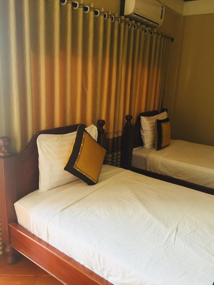 https://i.travelapi.com/hotels/14000000/13360000/13353800/13353768/152e7891_z.jpg