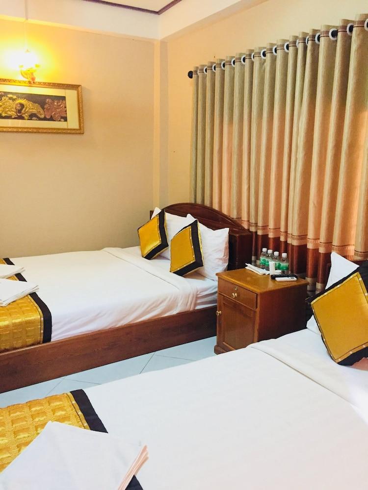 https://i.travelapi.com/hotels/14000000/13360000/13353800/13353768/3e05da9b_z.jpg