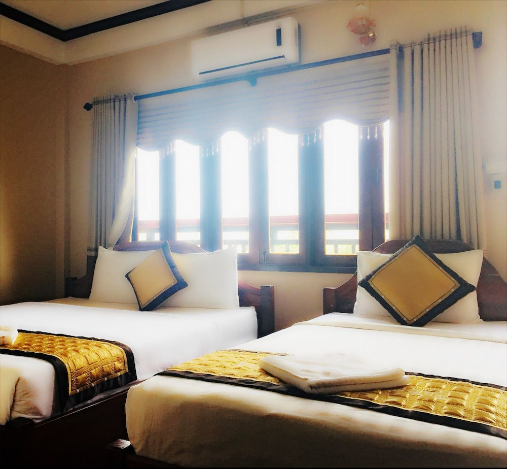 https://i.travelapi.com/hotels/14000000/13360000/13353800/13353768/6385a3d8_z.jpg