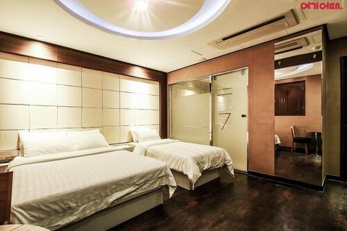 Seven Hotel, Hwaseong
