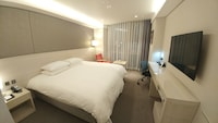Hollywood Double Room, City View
