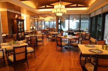 SHANGRI-LA AT THE FORT, MANILA Restaurant
