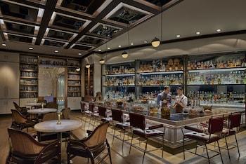 SHANGRI-LA AT THE FORT, MANILA Bar