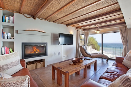 Whale Huys Luxury Oceanfront Villa, Overberg