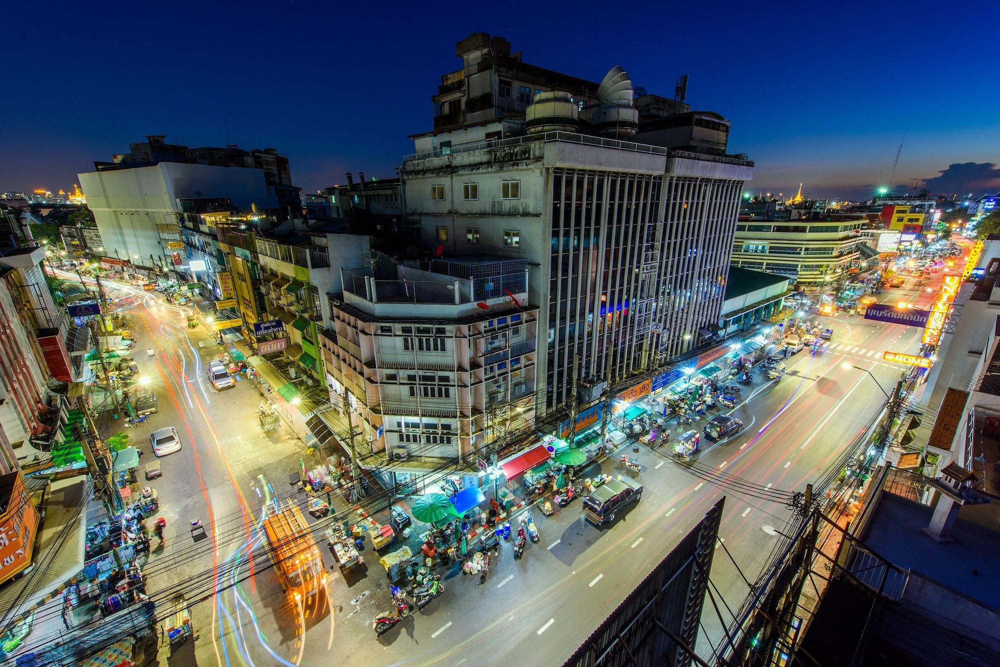 Warm White Hostel, Phra Nakhon