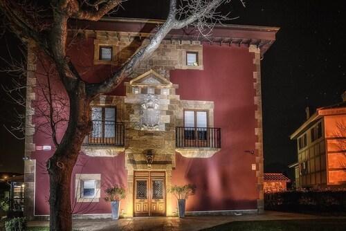 . Hotel Palacio Muñatones