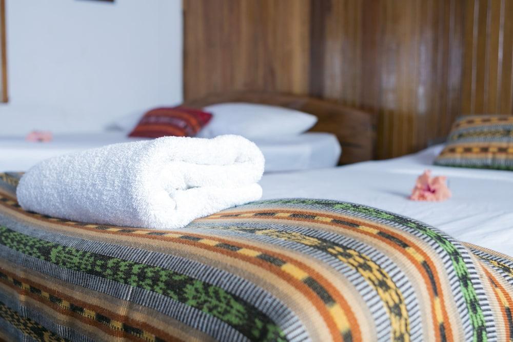 https://i.travelapi.com/hotels/14000000/13380000/13379100/13379019/09a8c88f_z.jpg