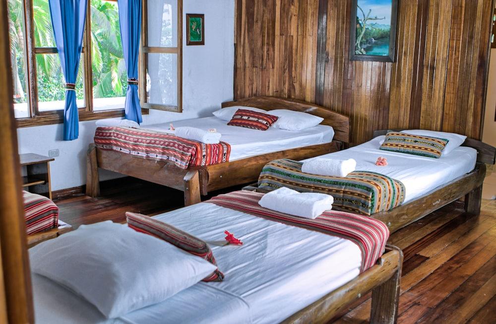 https://i.travelapi.com/hotels/14000000/13380000/13379100/13379019/22330faa_z.jpg