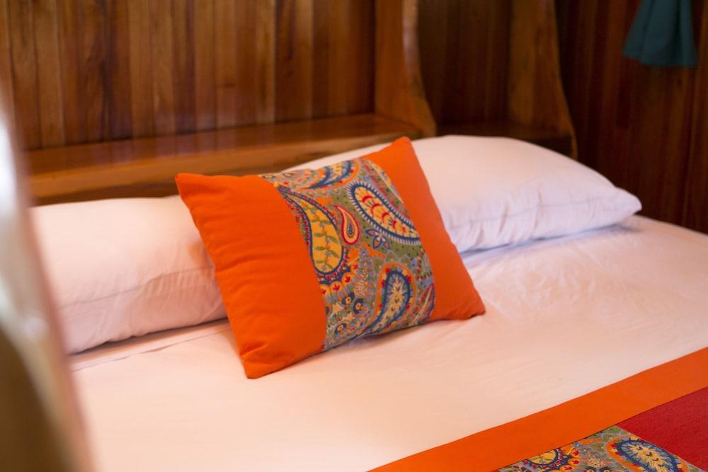 https://i.travelapi.com/hotels/14000000/13380000/13379100/13379019/26134351_z.jpg