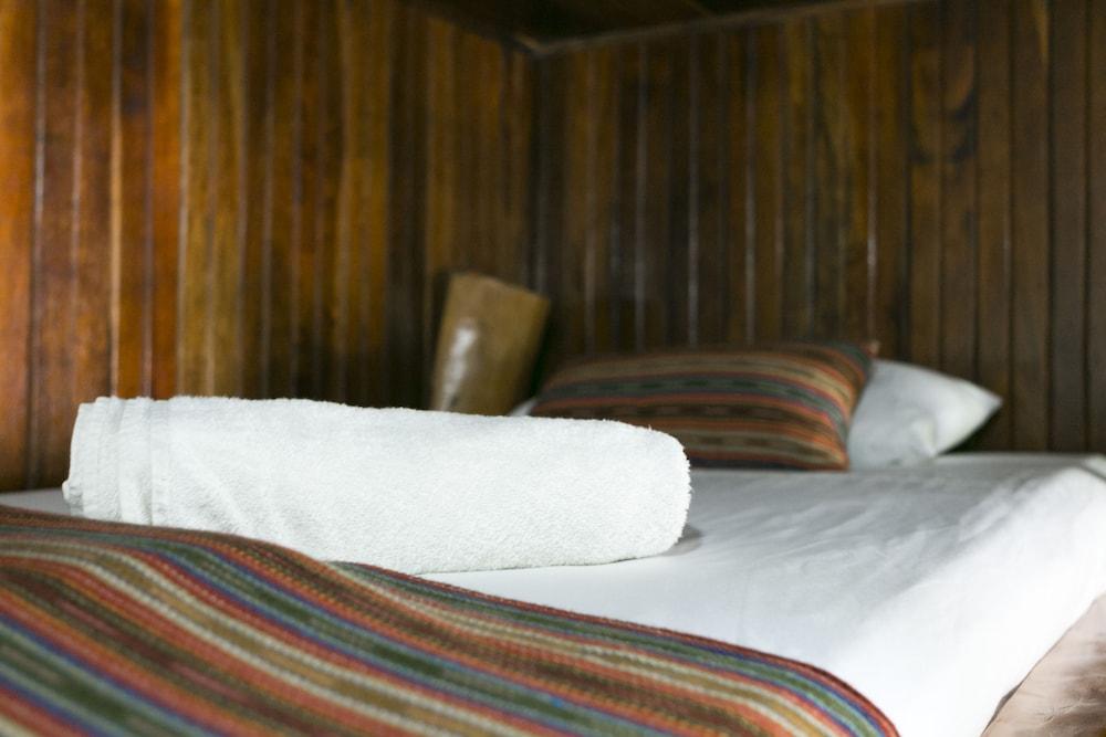https://i.travelapi.com/hotels/14000000/13380000/13379100/13379019/6524cb10_z.jpg