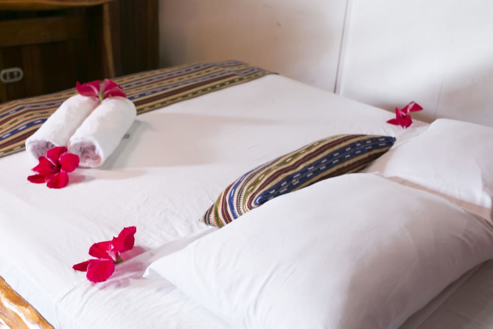 https://i.travelapi.com/hotels/14000000/13380000/13379100/13379019/a4206198_z.jpg