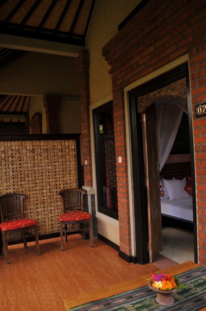 https://i.travelapi.com/hotels/14000000/13390000/13387200/13387162/2c348ce4_z.jpg