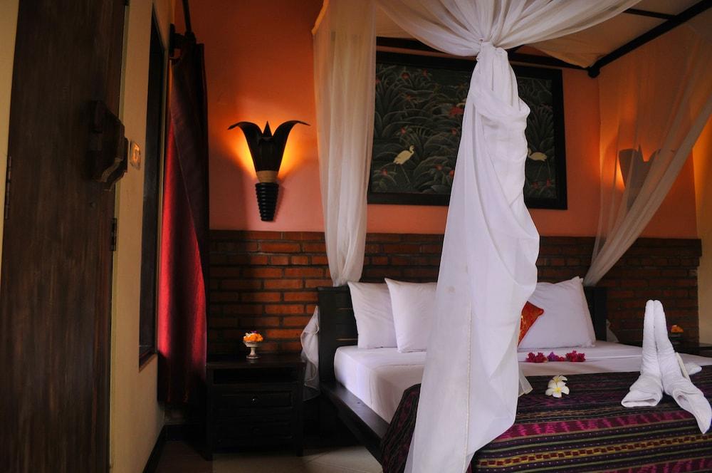 https://i.travelapi.com/hotels/14000000/13390000/13387200/13387162/edb3b7bf_z.jpg