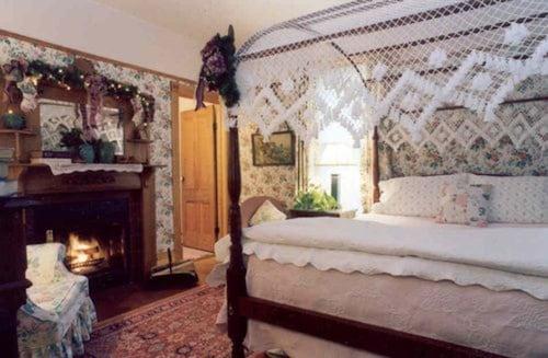 White Lace Inn, Door