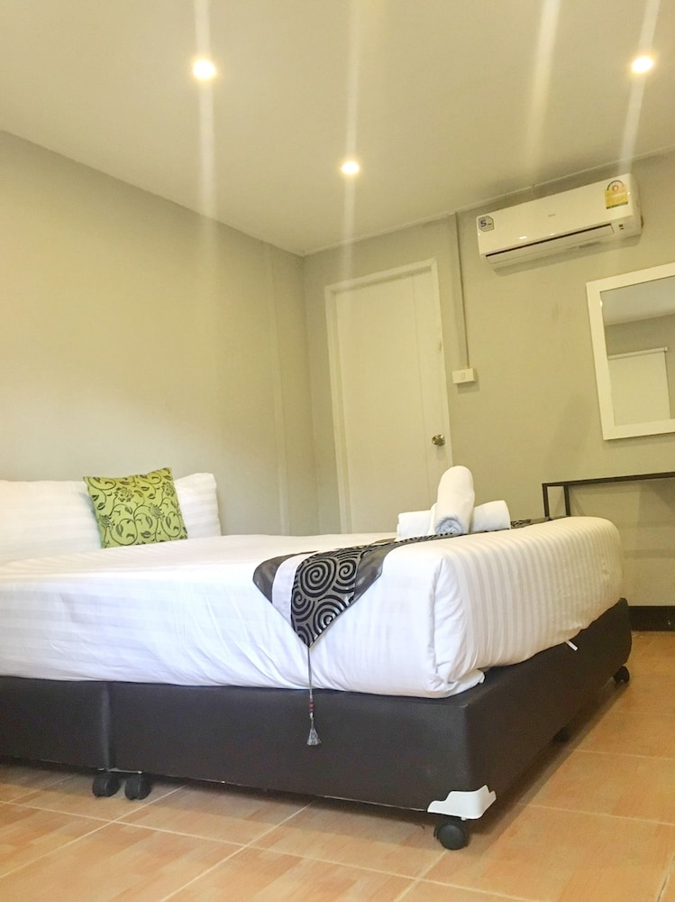 Resort M Bangkok, Prakanong