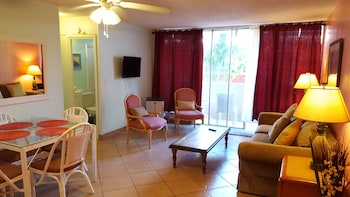 Renovated one bedroom 2 min to the beach