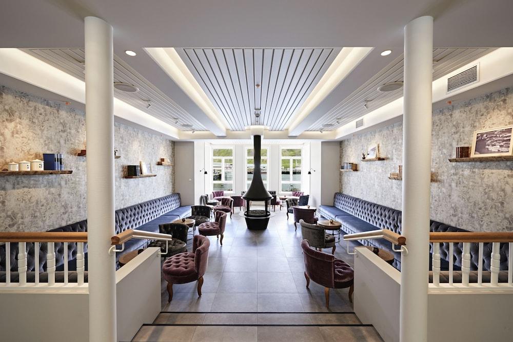 https://i.travelapi.com/hotels/14000000/13400000/13393200/13393188/0c10e3ed_z.jpg