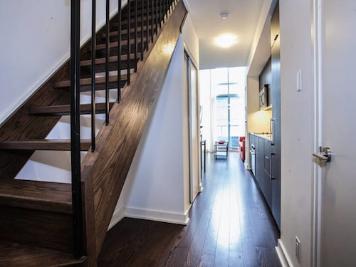 Pinnacle Suites - Trendy 2-Story Loft offered by Short Term Stays, Toronto