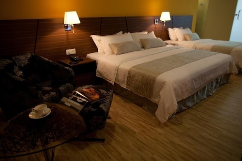 . Pinetree Hotel