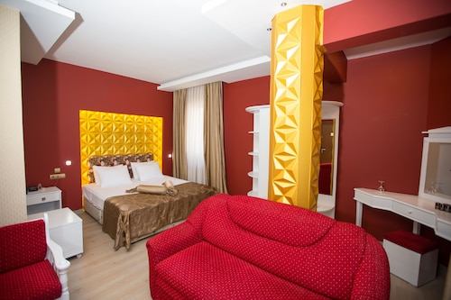 Aksular Hotel, Merkez