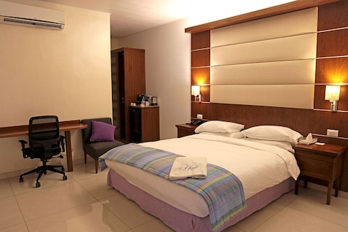 . The Hub Hotel
