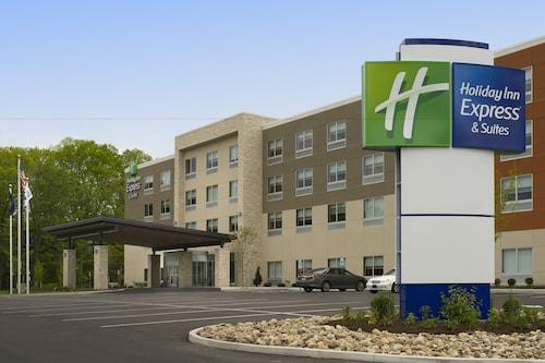 . Holiday Inn Express & Suites Altoona