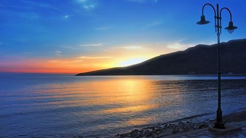 . Elli Bay
