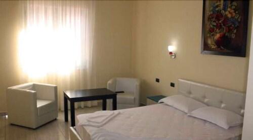 Aurelis Hotel, Tiranës