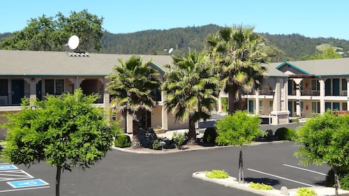 . Cloverdale Wine Country Inn & Suites