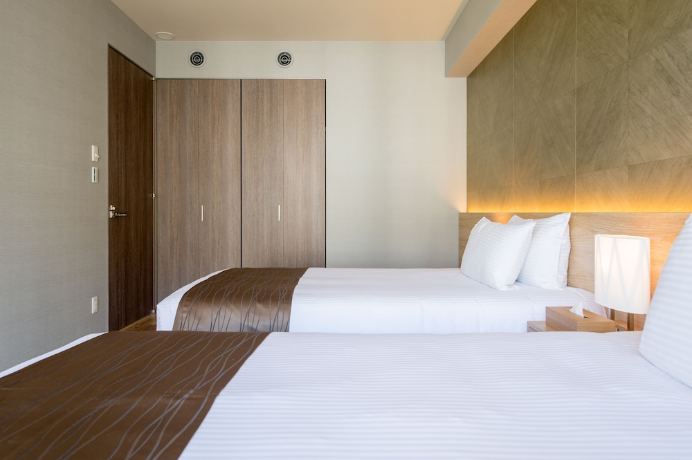 https://i.travelapi.com/hotels/14000000/13440000/13436000/13435910/0af4beb5_z.jpg
