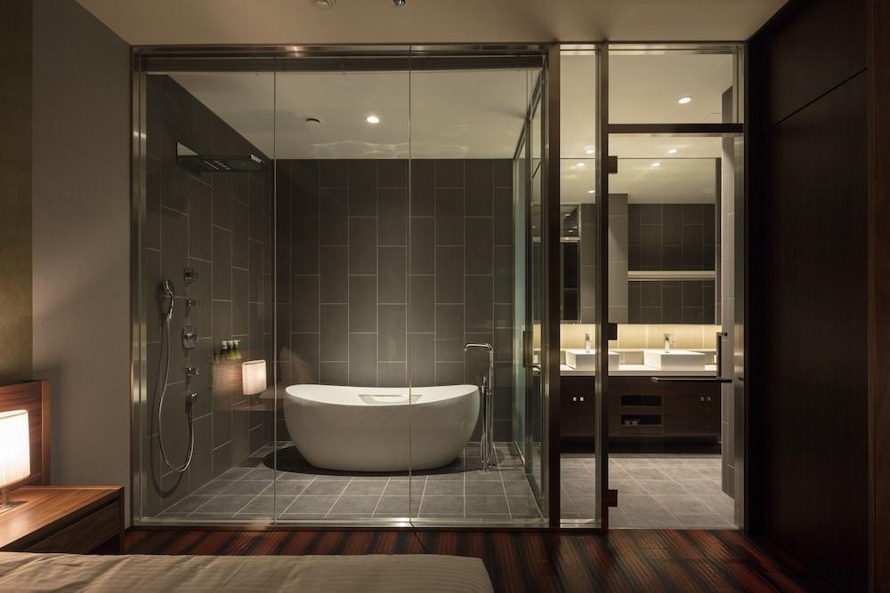 https://i.travelapi.com/hotels/14000000/13440000/13436000/13435910/6ec01491_z.jpg