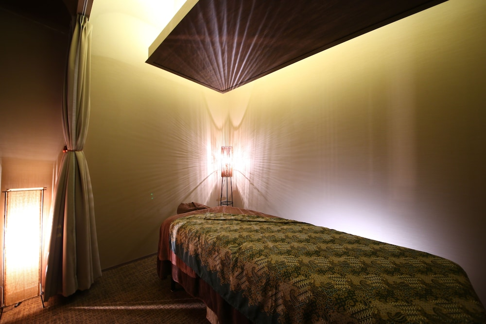 https://i.travelapi.com/hotels/14000000/13440000/13436000/13435910/8eaf5f67_z.jpg