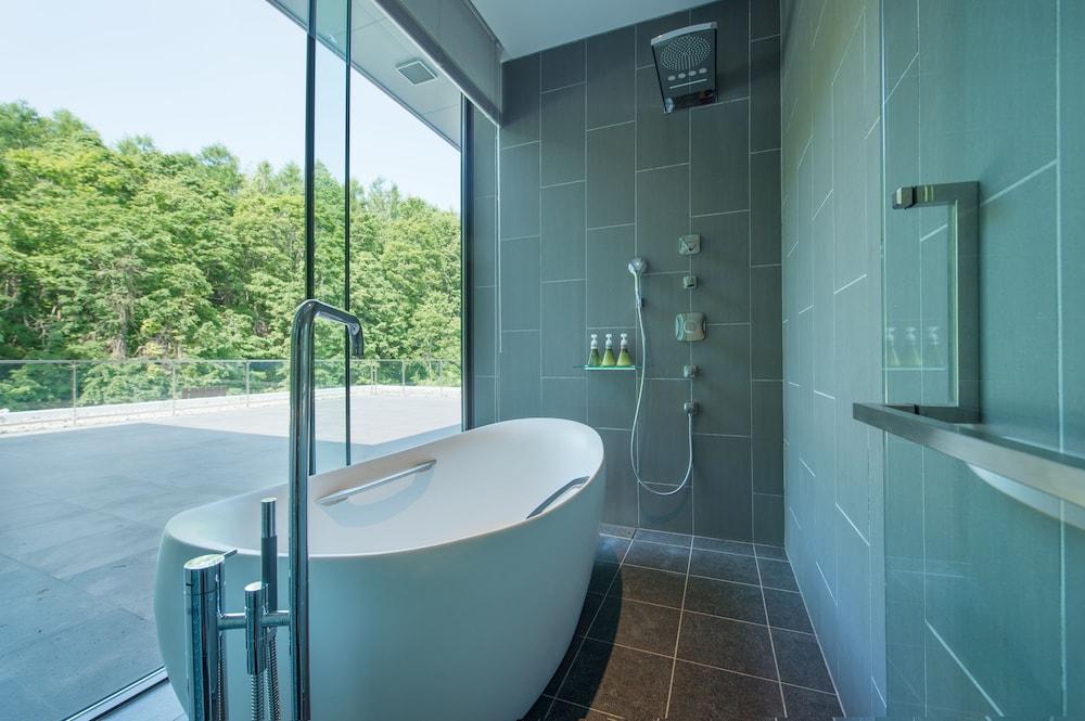 https://i.travelapi.com/hotels/14000000/13440000/13436000/13435910/bbb12ee6_z.jpg
