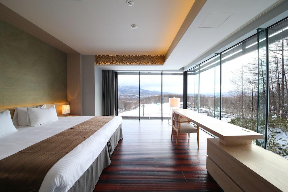 https://i.travelapi.com/hotels/14000000/13440000/13436000/13435910/f8e409d3_z.jpg