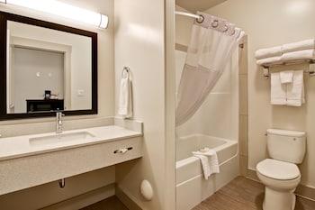 Chateau Nova Yellowknife - Bathroom  - #0