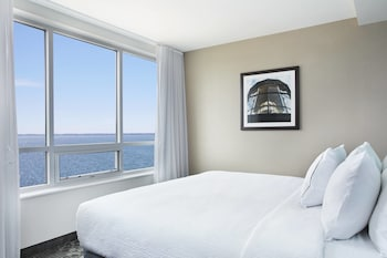 Junior Suite, 1 King Bed, Non Smoking, Bay View