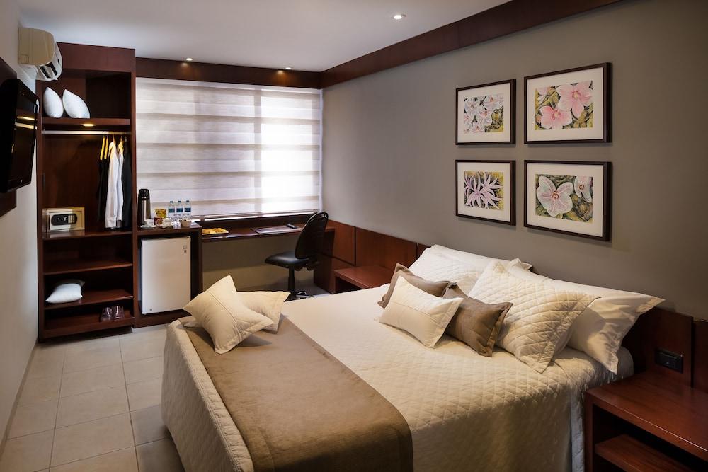 https://i.travelapi.com/hotels/14000000/13460000/13455900/13455822/b36ba1e0_z.jpg