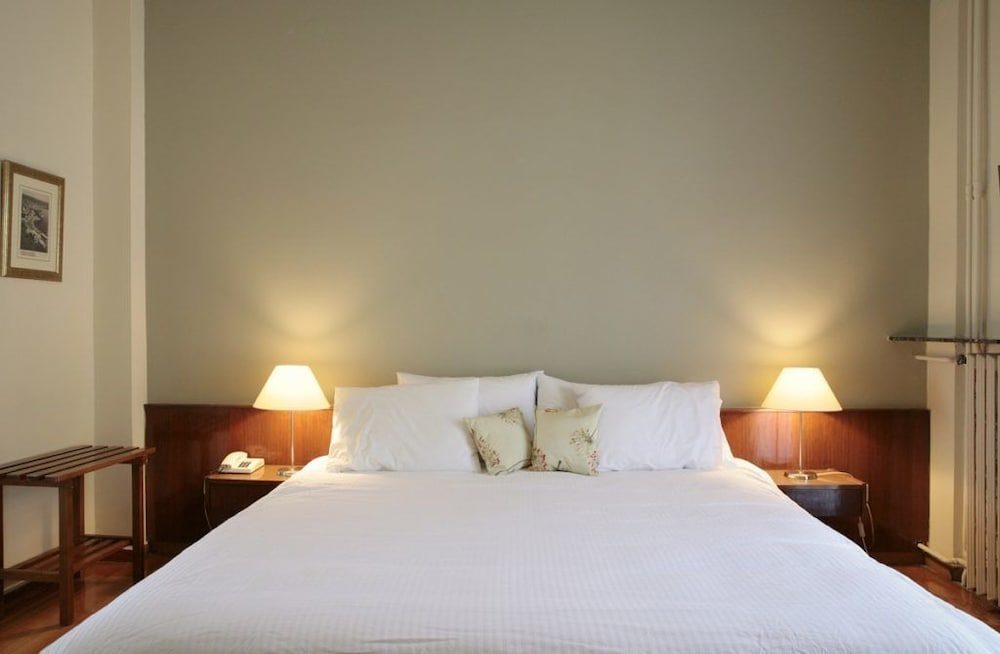 https://i.travelapi.com/hotels/14000000/13460000/13459100/13459028/787a8591_z.jpg