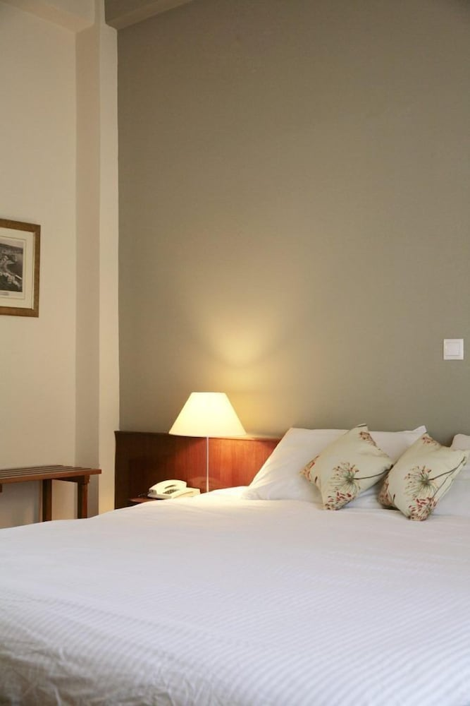 https://i.travelapi.com/hotels/14000000/13460000/13459100/13459028/861d306f_z.jpg