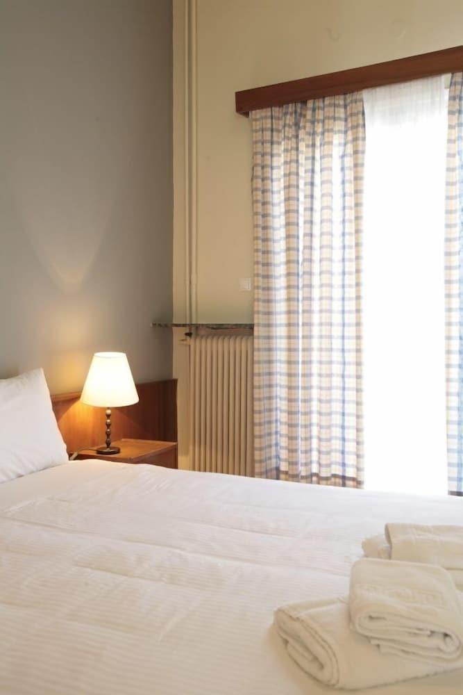 https://i.travelapi.com/hotels/14000000/13460000/13459100/13459028/8c8ecd6d_z.jpg