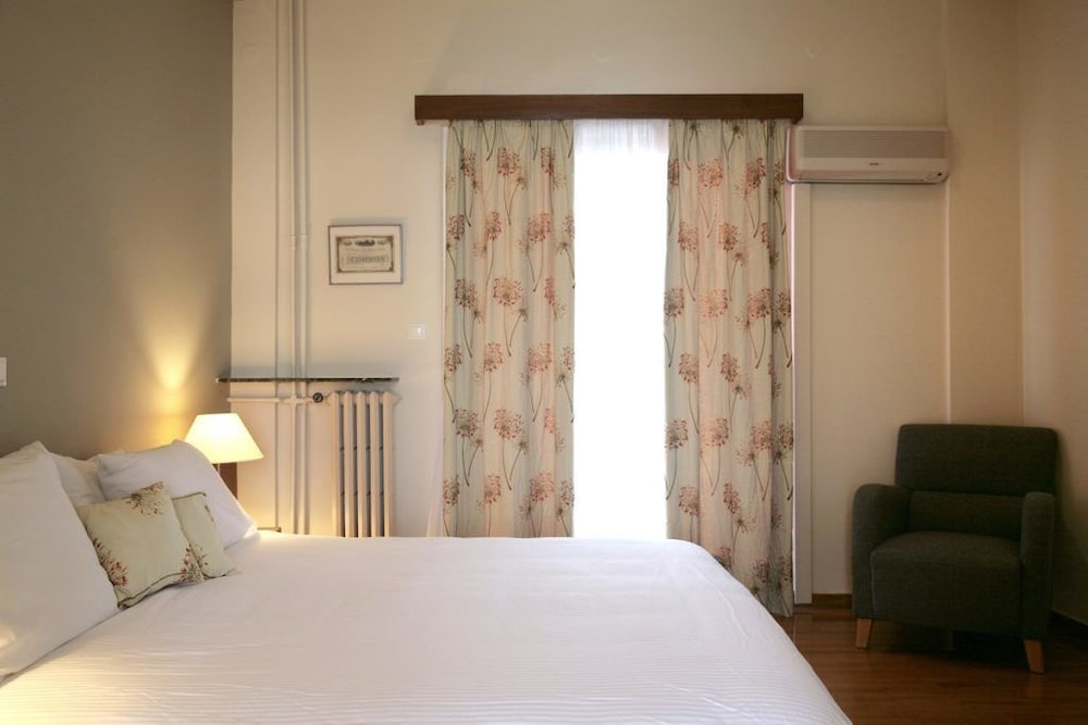 https://i.travelapi.com/hotels/14000000/13460000/13459100/13459028/bf89c970_z.jpg