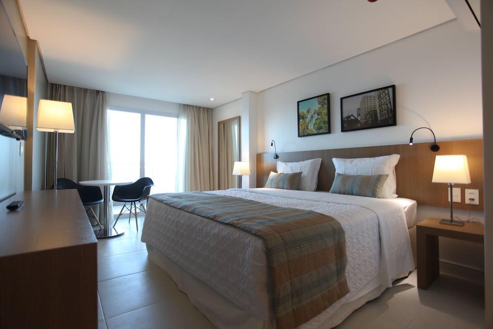 https://i.travelapi.com/hotels/14000000/13470000/13462900/13462806/94161ced_z.jpg