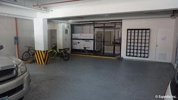 H HOTELS - METRO NORTH UNO Parking