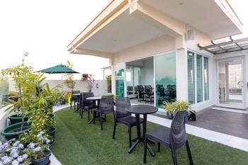 H HOTELS - METRO NORTH UNO Outdoor Dining