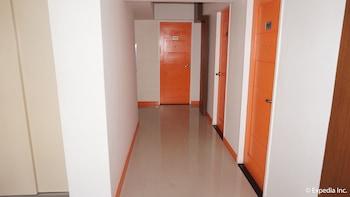 H HOTELS - METRO NORTH UNO Hallway