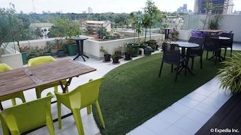H HOTELS - METRO NORTH UNO Terrace/Patio
