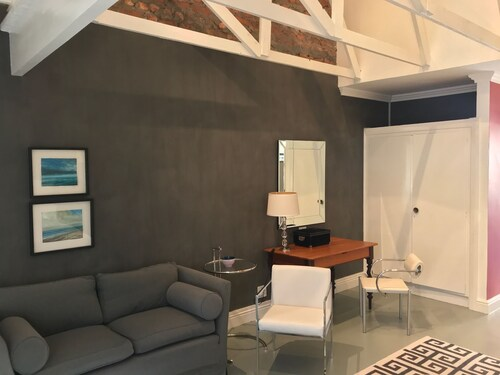 . Green Point Self Catering Studio