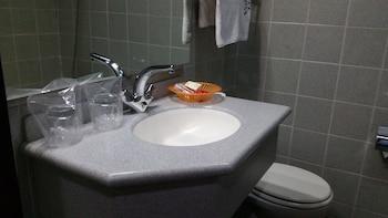 Volta Hotel Akosombo - Bathroom Sink  - #0