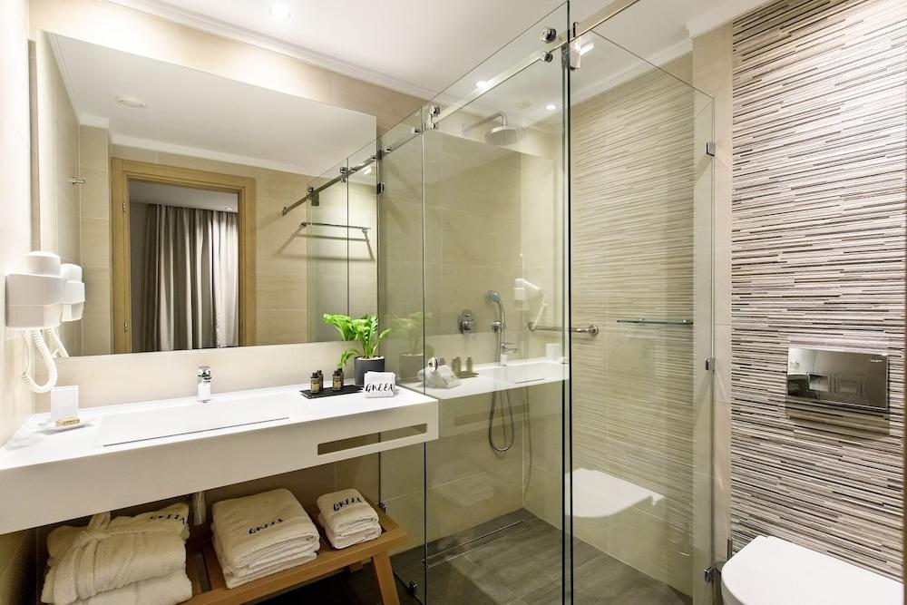 https://i.travelapi.com/hotels/14000000/13500000/13494600/13494594/ffb3d09f_z.jpg